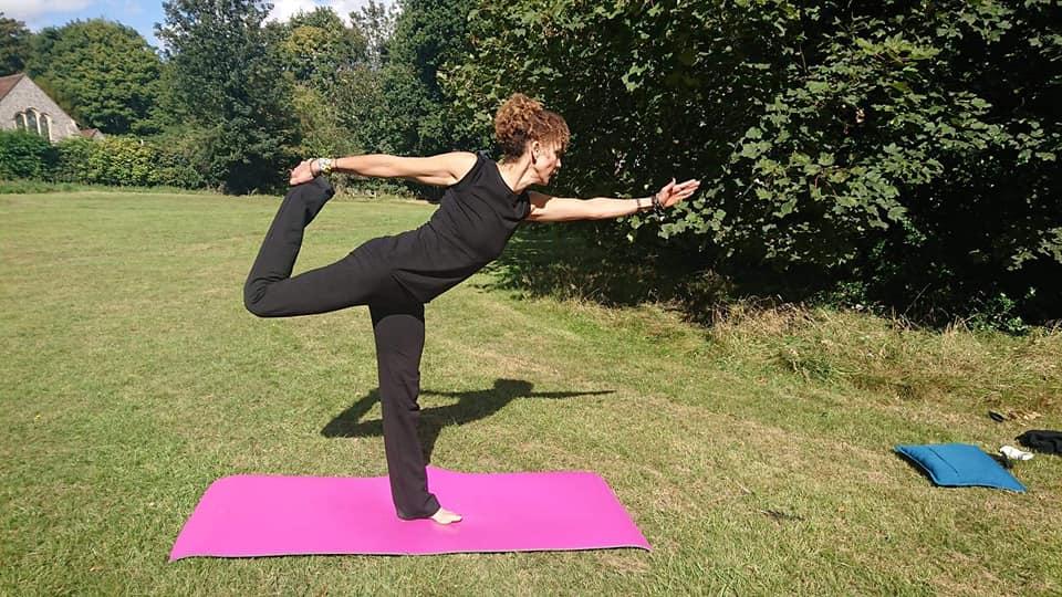 Mindful mandag med Hatha yoga - YouTube