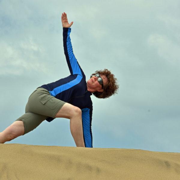 yoga-on-nudy-beach